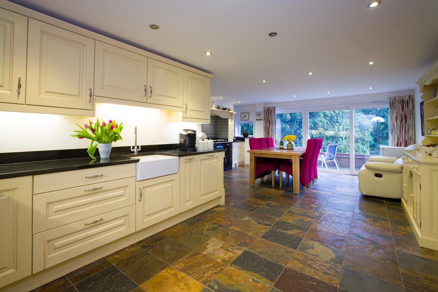 STUNNING KITCHEN DINING ROOM _ L1140338.jpg